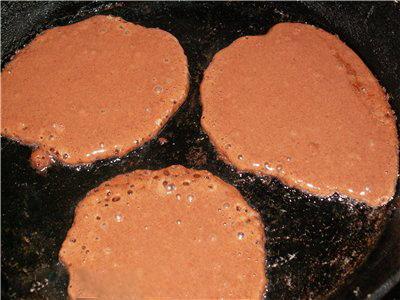 Шоколадные оладушки - Шоколадные оладушки на сковородке.jpg