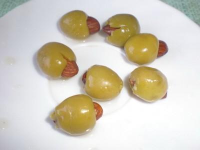 Сырные шарики с секретом - Оливки начинённые миндалём.jpg