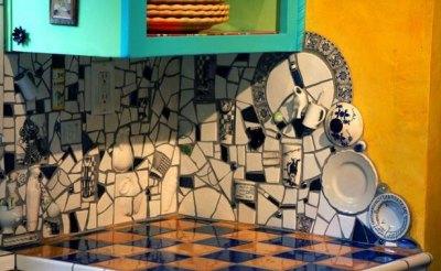 Фартук для кухни: из чего сделать? - mozaika-iz-bitoy-plitki-i-posudy.jpg