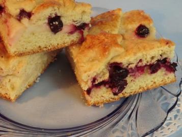 Пресный пирог с яблоками и мороженой смородиной - CIMG6308а.jpg