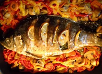 Запеченная рыба с овощами - карп.jpg