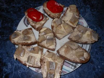 Оригинальные бутерброды - бутерброды масло и селедка.jpg
