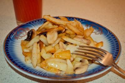 Любимые рецепты приготовления жареной картошки - Жареная картошка с грибами.jpg