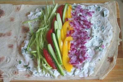 Закрученные овощи в лаваш с белым соусом в духовке - 6.jpg