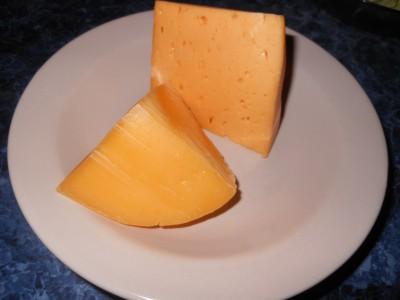 Салат с фасолью постный с майонезным постным соусом  - сыр на салат.jpg