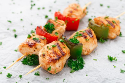 Как приготовить мясо в аэрогриле - 03 Grilled chicken skewers with paprika.jpg