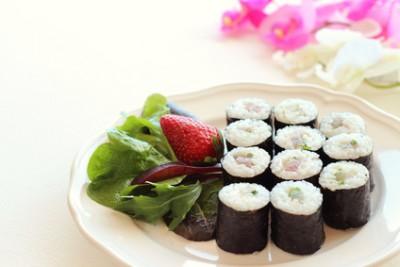 Нэгиторомаки - Negitoro maki sushi.jpg