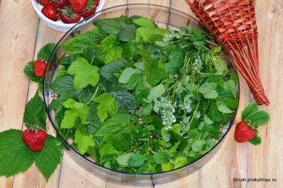 Чай из клубники, мелиссы и листьев смородины - 05 Чай из клубники, мелиссы и листьев смородины.jpg