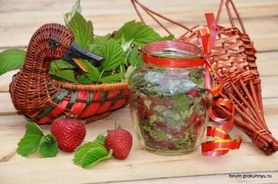 Чай из клубники, мелиссы и листьев смородины - 10 Чай из клубники, мелиссы и листьев смородины.jpg