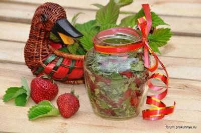 Чай из клубники, мелиссы и листьев смородины - 11 Чай из клубники, мелиссы и листьев смородины.jpg