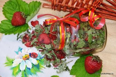 Чай из клубники, мелиссы и листьев смородины - 13 Чай из клубники, мелиссы и листьев смородины.jpg