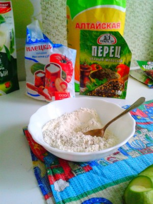 Смешиваем муку с солью и перцем - kabachok02.jpg