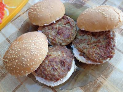 Рецепты гамбургеров и чизбургеров домашнего приготовления  - DSC03401.JPG