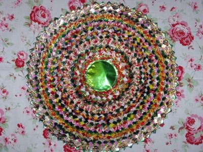 Настенные коврики из конфетных оберток - 06_kovrik.JPG