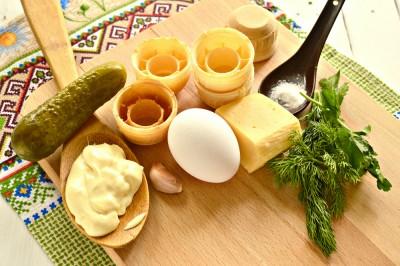 Быстрая закуска в тарталетках из яиц и сыра - 1.JPG