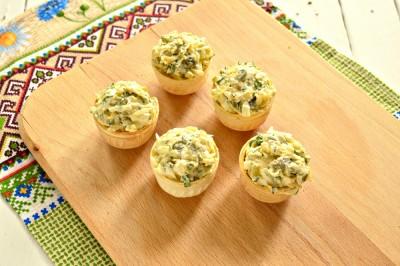 Быстрая закуска в тарталетках из яиц и сыра - 7.JPG