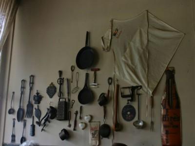 Антикварная мебель на кухне - decoration for walls.jpg