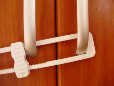 Умный декор. Спасаем распашные шкафы от маленького ребенка - P3100292.JPG