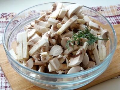 Салат с фасолью постный с майонезным постным соусом  - 3.JPG