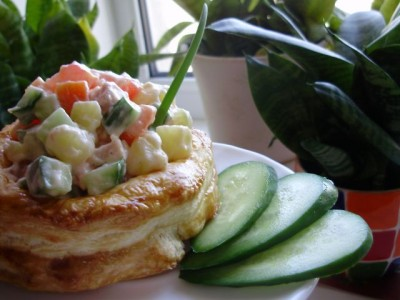 Слойки с начинкой из салата волованы  - 07_Slojki_s_nachinkoj_iz_salata.jpg