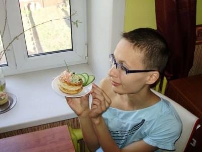 Слойки с начинкой из салата волованы  - 08_Slojki_s_nachinkoj_iz_salata.jpg