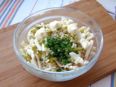 Салат из консервированных кальмаров - 7.JPG
