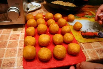 Печенье из сыра - Скатываем шарики из теста.jpg