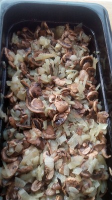 Слоенный блинный пирог с курицей и грибами - 54437161_2155018218141634_250621052642656256_n.jpg