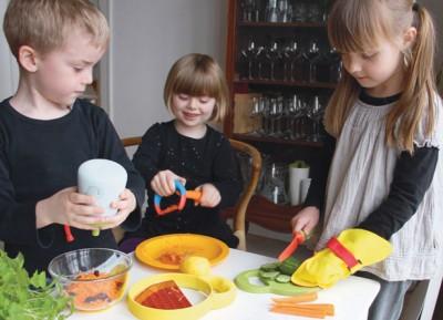 Осторожно, дети Как обезопасить юных помощников на кухне? - kitchen-kids-concept-kitchen-tools-for-children1.jpg