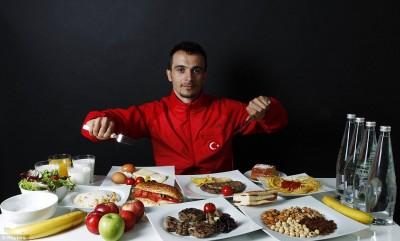 Что на самом деле едят олимпийские чемпионы - article-0-13C43D87000005DC-88_964x581.jpg