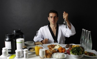 Что на самом деле едят олимпийские чемпионы - article-0-13C43D0E000005DC-921_964x593.jpg