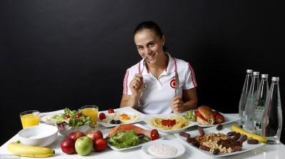 Что на самом деле едят олимпийские чемпионы - article-0-13C43D25000005DC-186_964x538.jpg