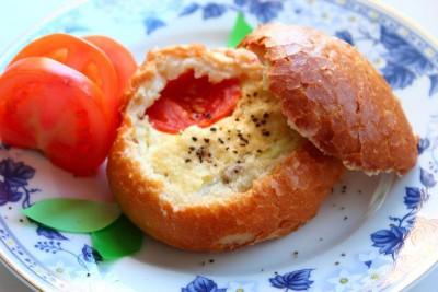 Булочка с яйцом, помидором и брынзой - 12.jpg