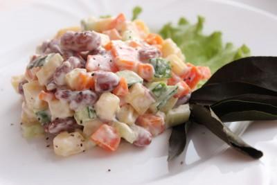 Салат с фасолью постный с майонезным постным соусом  - IMG_7629.JPG
