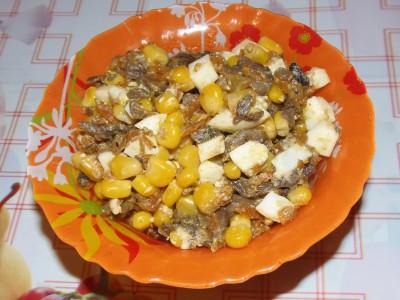 Салат с грибами и кукурузкой - салат с грибами и кукурузой.JPG