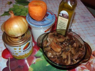 Салат с грибами и кукурузкой - ингредиенты.JPG