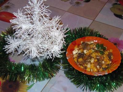 Салат с грибами и кукурузкой - салат.JPG