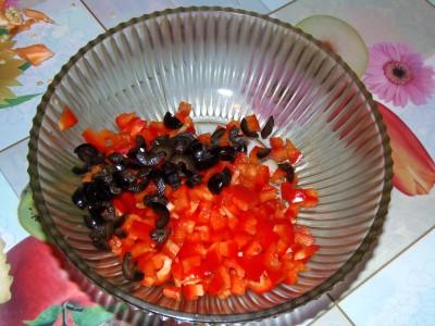 Легкий салатик с брокколи и креветками - маслины.JPG