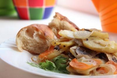 Блюдо из запеченного картофеля с грибами - griby_kartofel.jpg