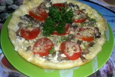 Пицца в мультиварке - пицца с грибами и помидором.JPG