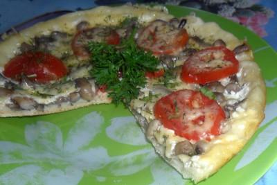 Пицца в мультиварке - пицца с помидором.JPG