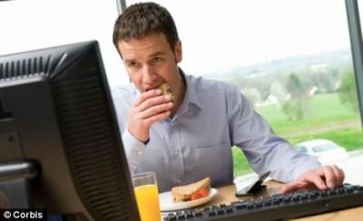Сколько раз в день вы питаетесь на... работе?  - article-2284310-1849D982000005DC-336_468x286.jpg