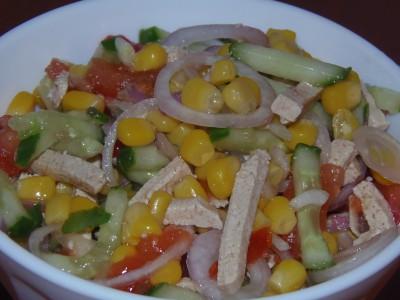 Салат с тофу, овощами и кукурузой - салат с тофу, овощами и кукурузой.JPG