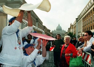 Итальянцы рискуют остаться без... ПИЦЦЫ - article-2317796-00329B4700000258-176_634x455.jpg