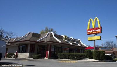 Около половины ВСЕХ американцев едят в МакДональдс - article-2319148-1270D3D2000005DC-764_634x361.jpg