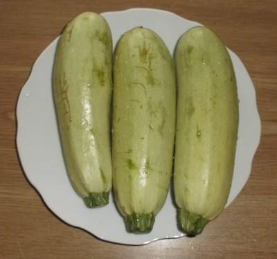 Жареные кабачки с чесноком - 02_celye kabachki 1.jpg