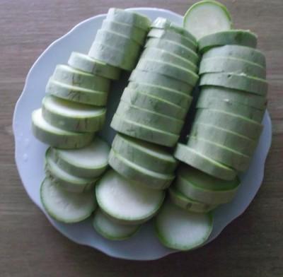 Жареные кабачки с чесноком - 03_narezannye kabachki 2.jpg