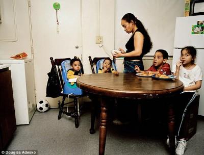 Что и как едят американские семьи - article-2337808-1A2F6DDE000005DC-89_634x482.jpg
