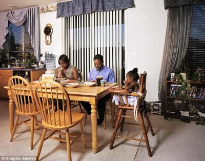 Что и как едят американские семьи - article-2337808-1A2F6E3A000005DC-211_634x498.jpg