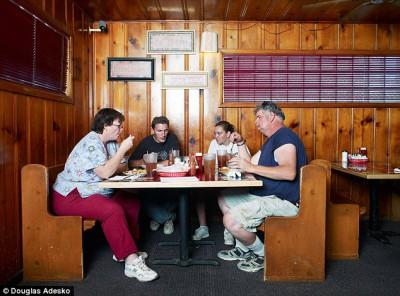 Что и как едят американские семьи - article-2337808-1A2F6E33000005DC-302_634x469.jpg